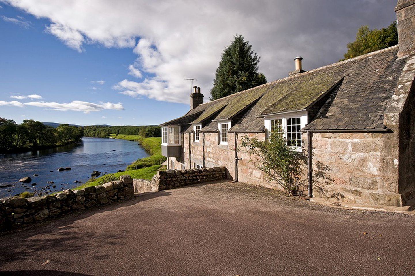 Cottages (Aboyne, Scotland, United Kingdom)