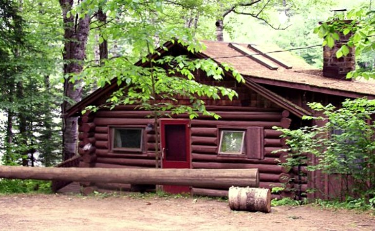Log cabin lake rental near saratoga for Camps and cottages