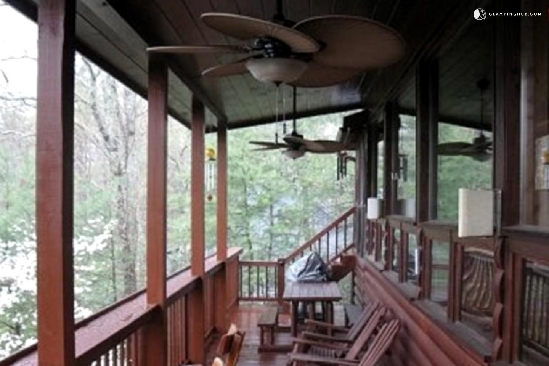 Log cabin rental near blue ridge georgia for Pet friendly cabin rentals in blue ridge ga