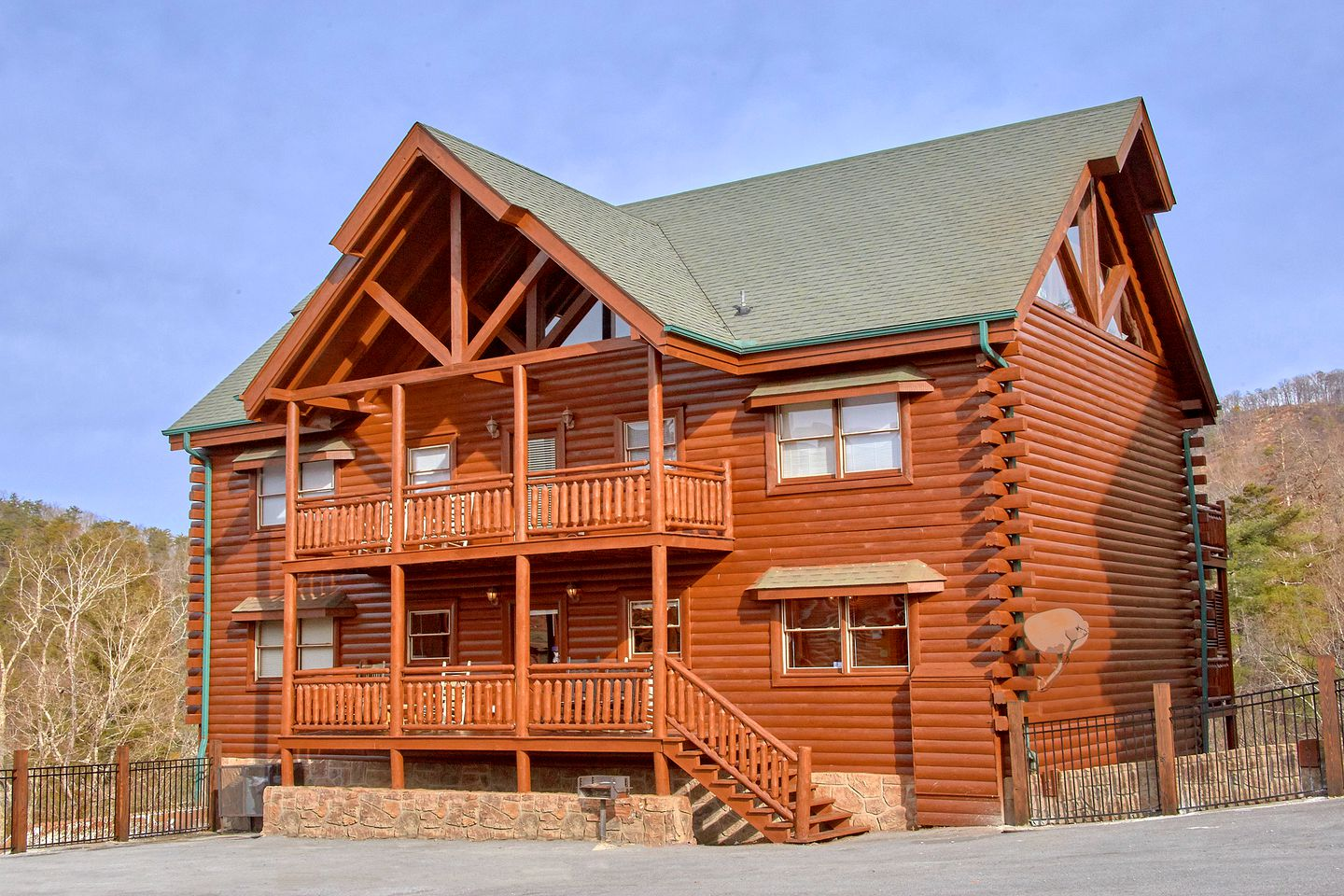 This Pigeon Forge cabin is great for large group getaways in Tennessee