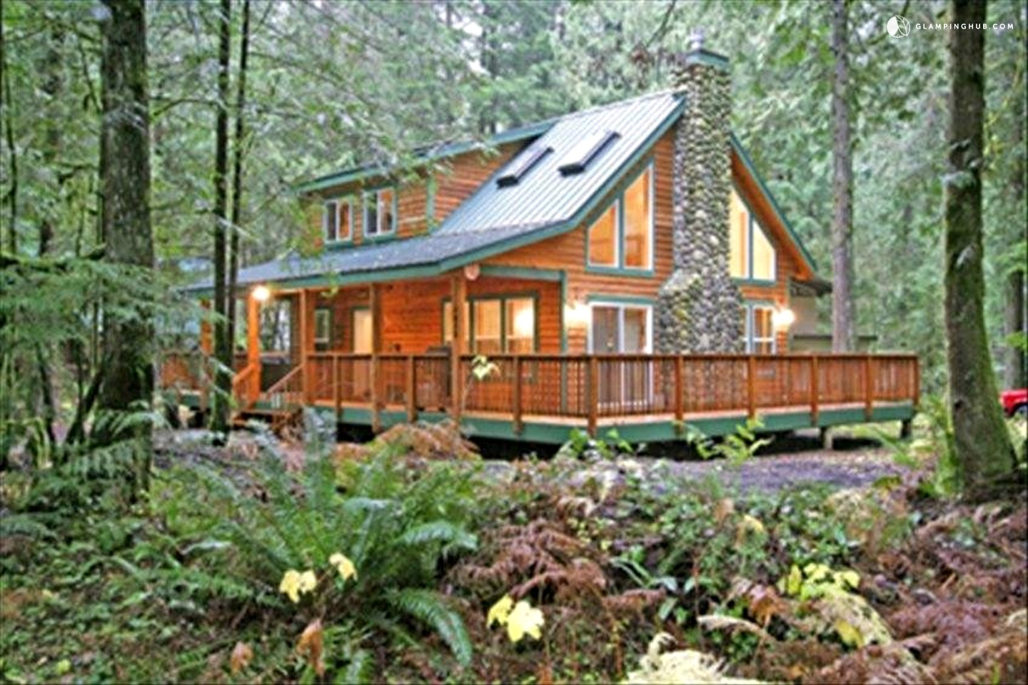 cabin with hot tub near mount baker