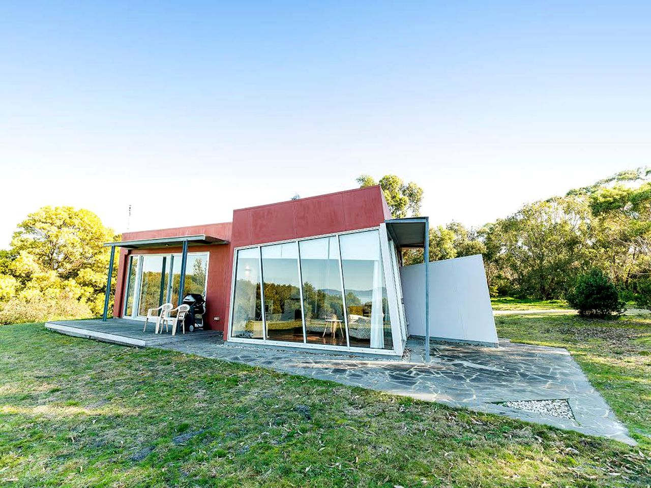 This uniquely designed villa is perfect for a romantic getaway in Victoria near Wilsons Promontory. Accommodation doesn't get better than this!