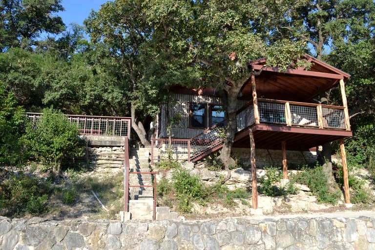 Secluded Family Friendly Cabin Rental On The Banks Of The Frio River Texas