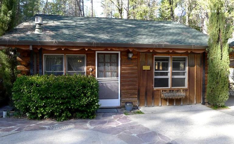 Log cabin rental near nevada city california for Cabin rentals in nevada