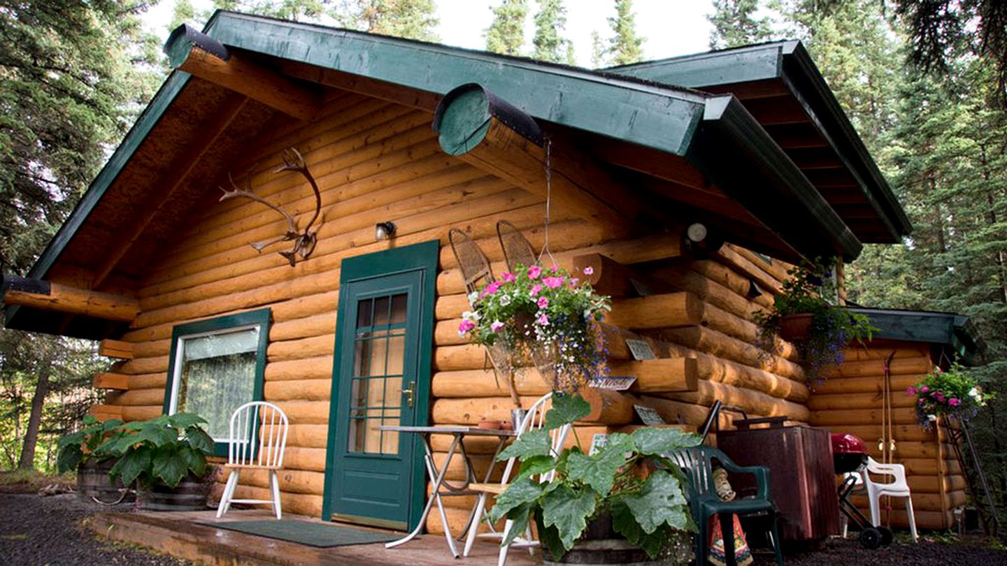 Cabin rental for a secluded vacation in North Pole, Alaska.