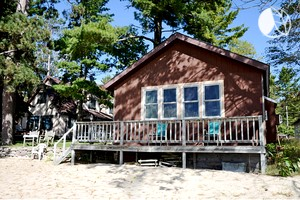 Secluded accommodations near tahquamenon falls state park for Cabins near tahquamenon falls