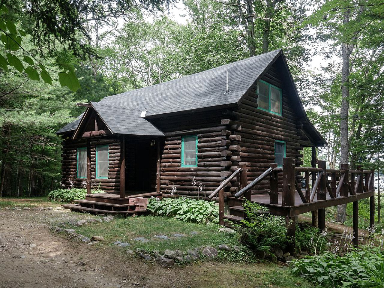 Adirondack cabins for a vacation in New York.
