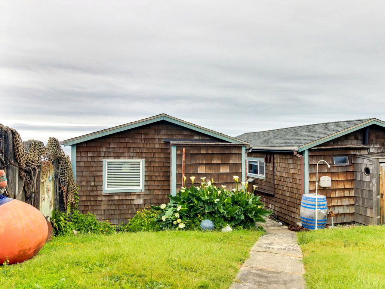 Cabins (Newport, Oregon, United States)