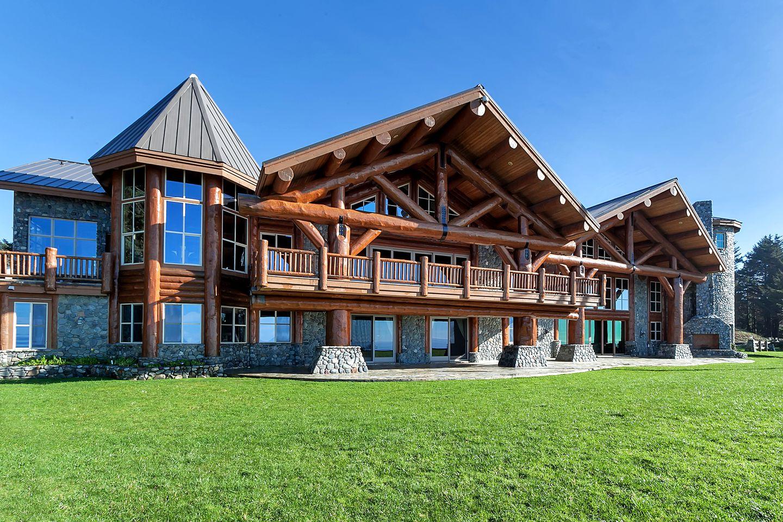 Image of luxury cabin in Gold Beach, Oregon