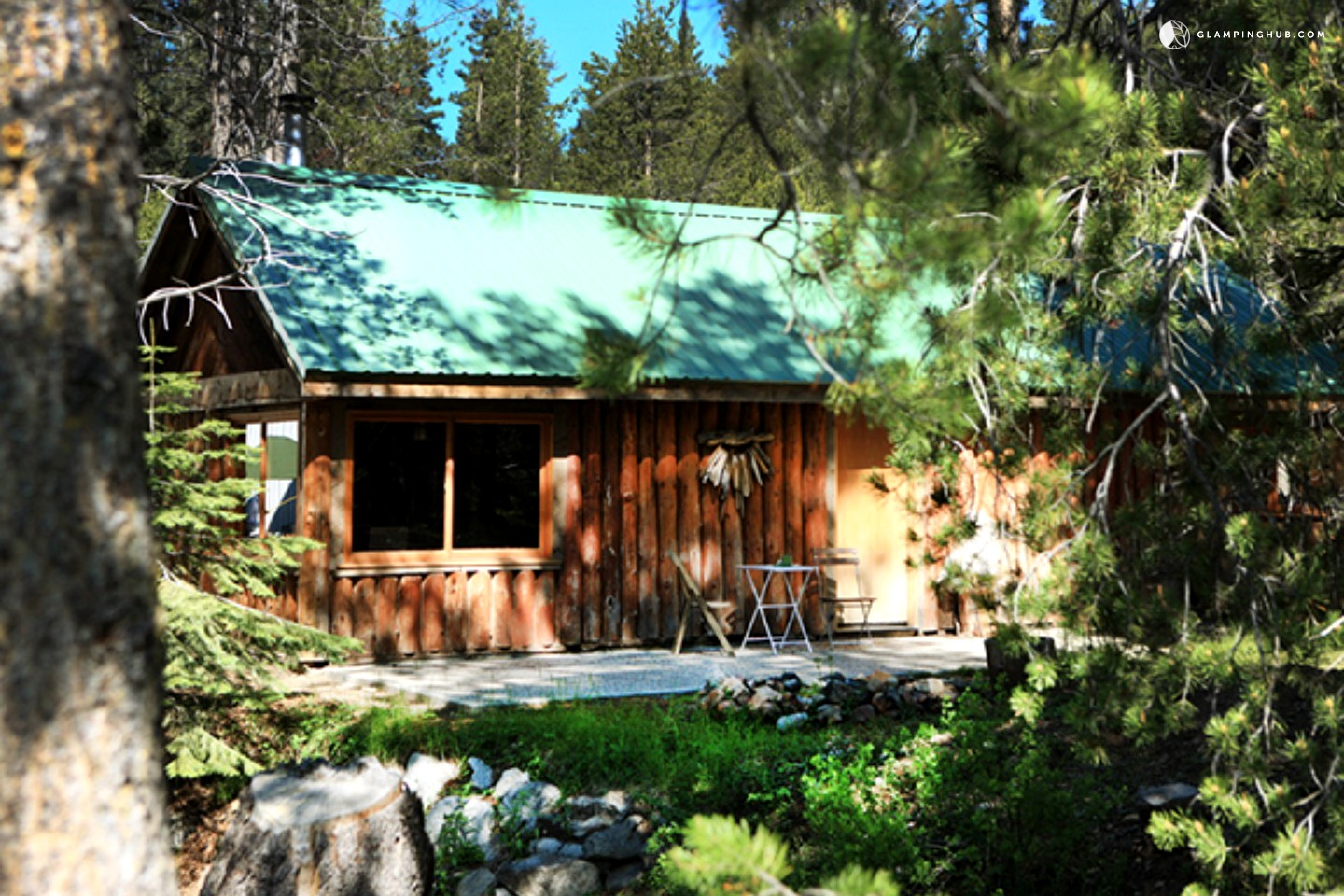 Log cabin next to yosemite national park california for Yosemite national park cabin rentals