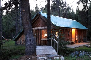Photo of Old-Fashioned Log Cabin next to Yosemite National Park, California