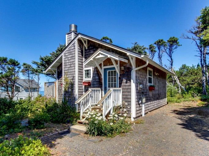 Marvelous Lovely Beach Cabin Rental With Ocean Views In South Beach Oregon Home Interior And Landscaping Spoatsignezvosmurscom