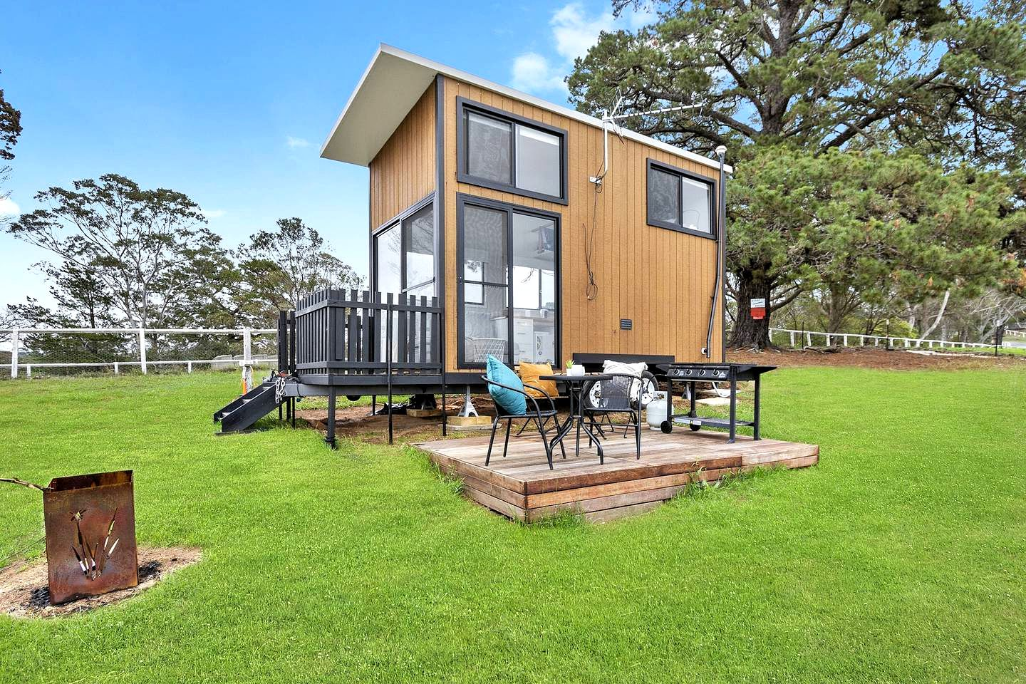 This tiny houses in Picton is the perfect romantic getaway in New South Wales. Perfect for guests looking for a holiday home immersed in nature!