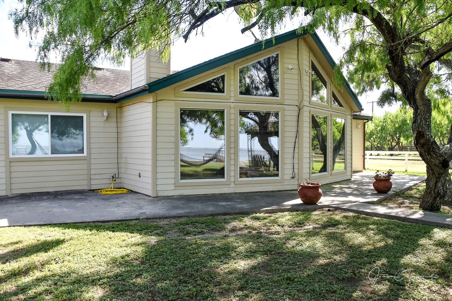 Waterfront cottage rental on Baffin Bay, Texas