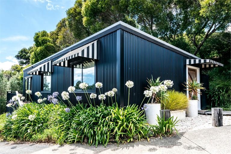 Peaceful Cabin Rental at a Vineyard Estate on Waiheke Island, North Island
