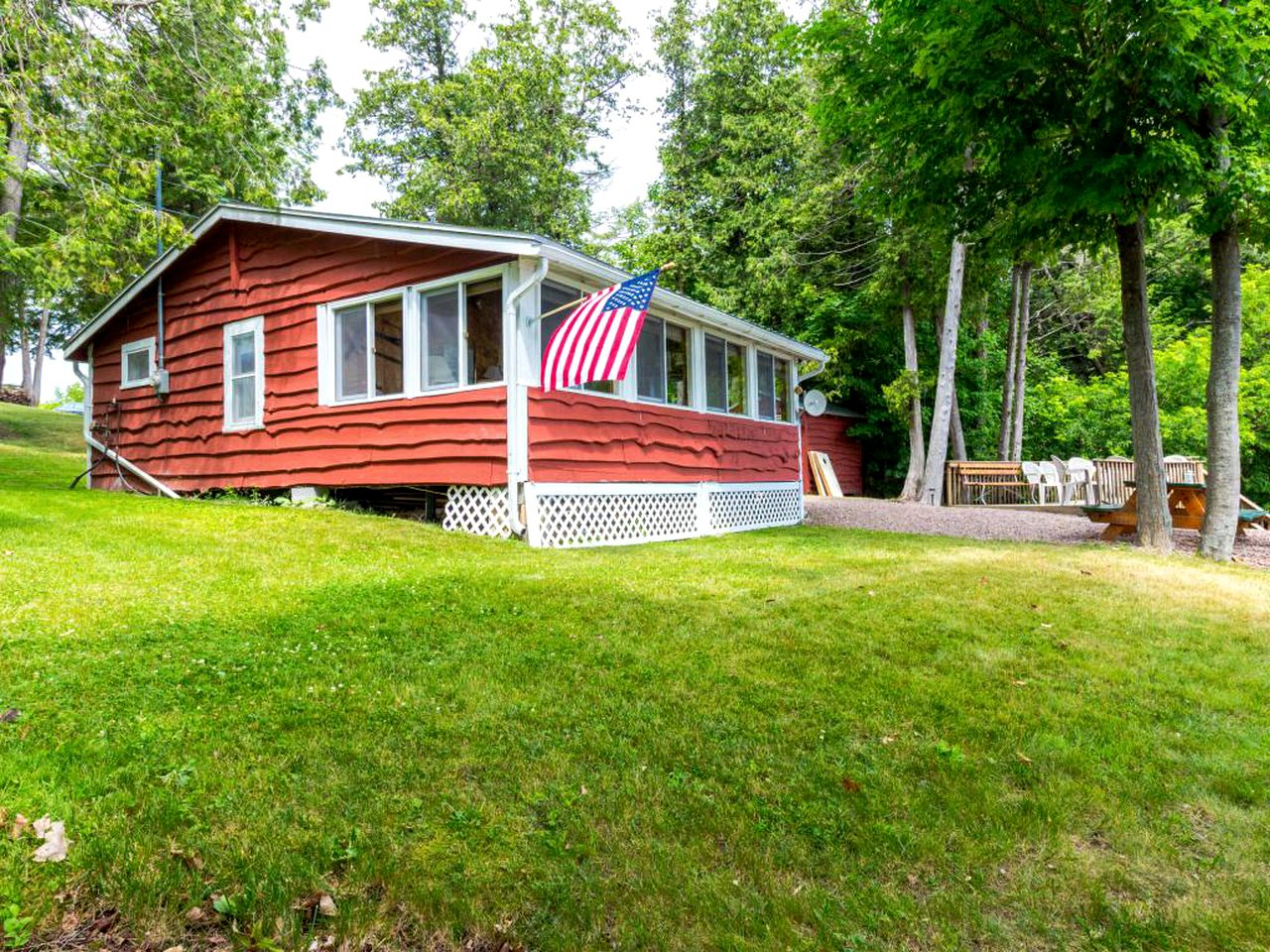 Cabins (Grand Isle, Vermont, United States)