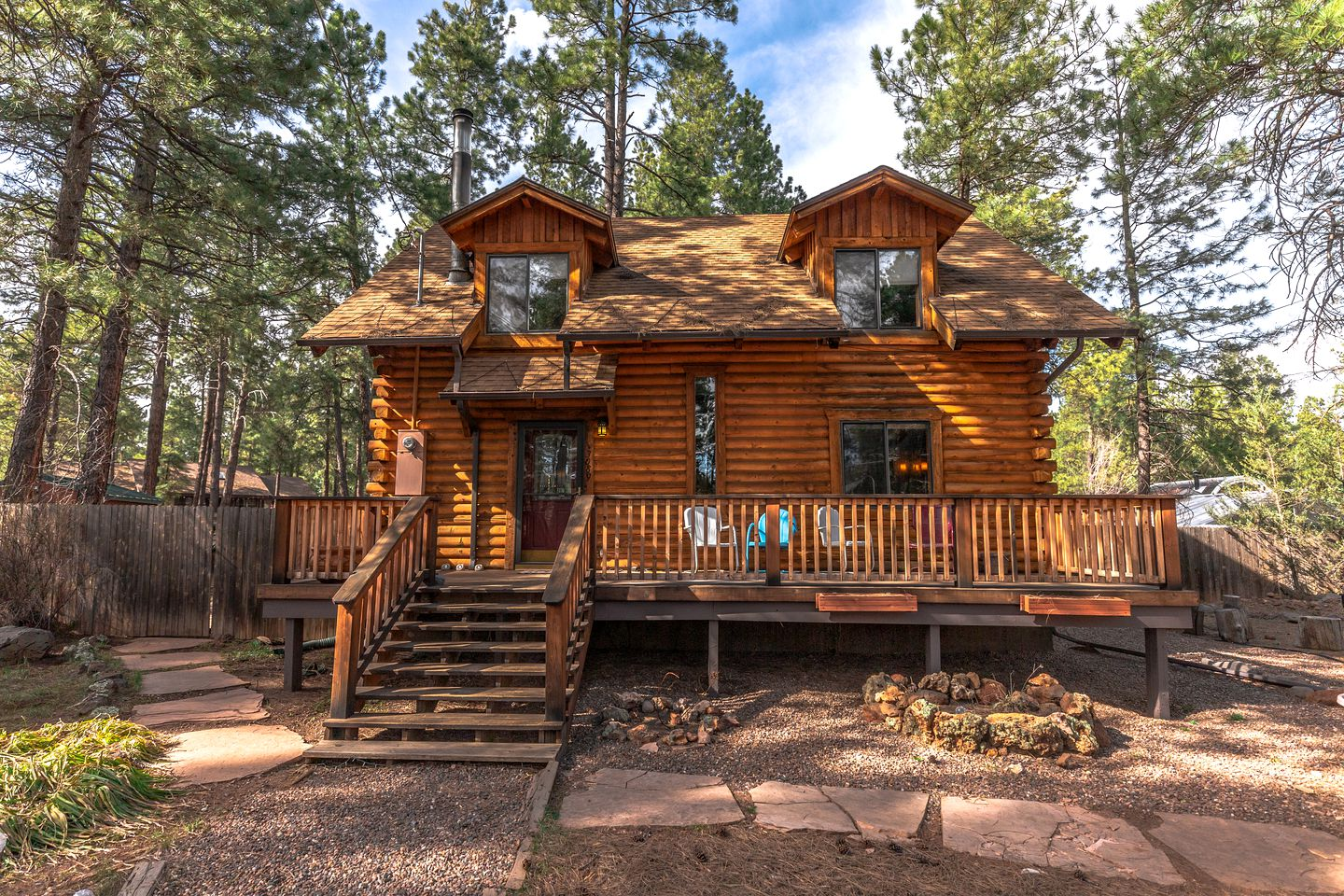 Log Cabins (Flagstaff, Arizona, United States)