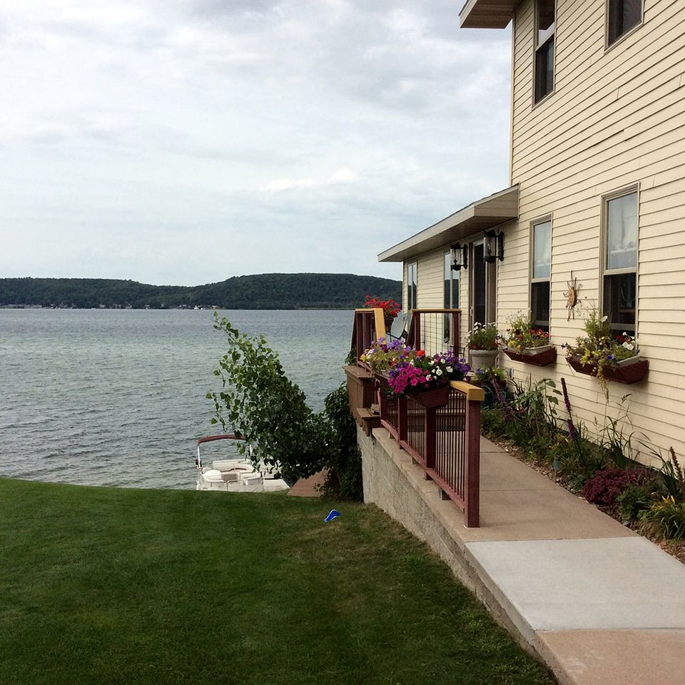 Nature Lodges (Munising, Michigan, United States)