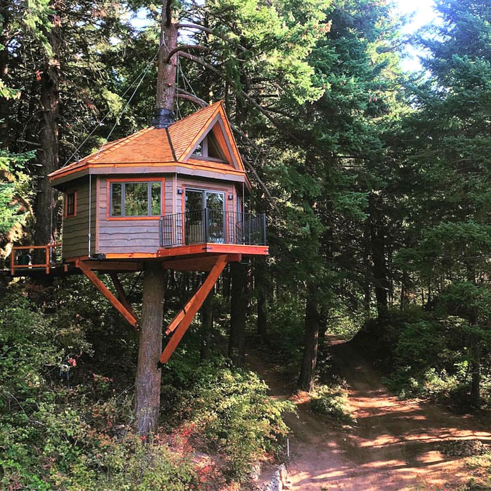 Tree house to rent in Stevenson, Washington.