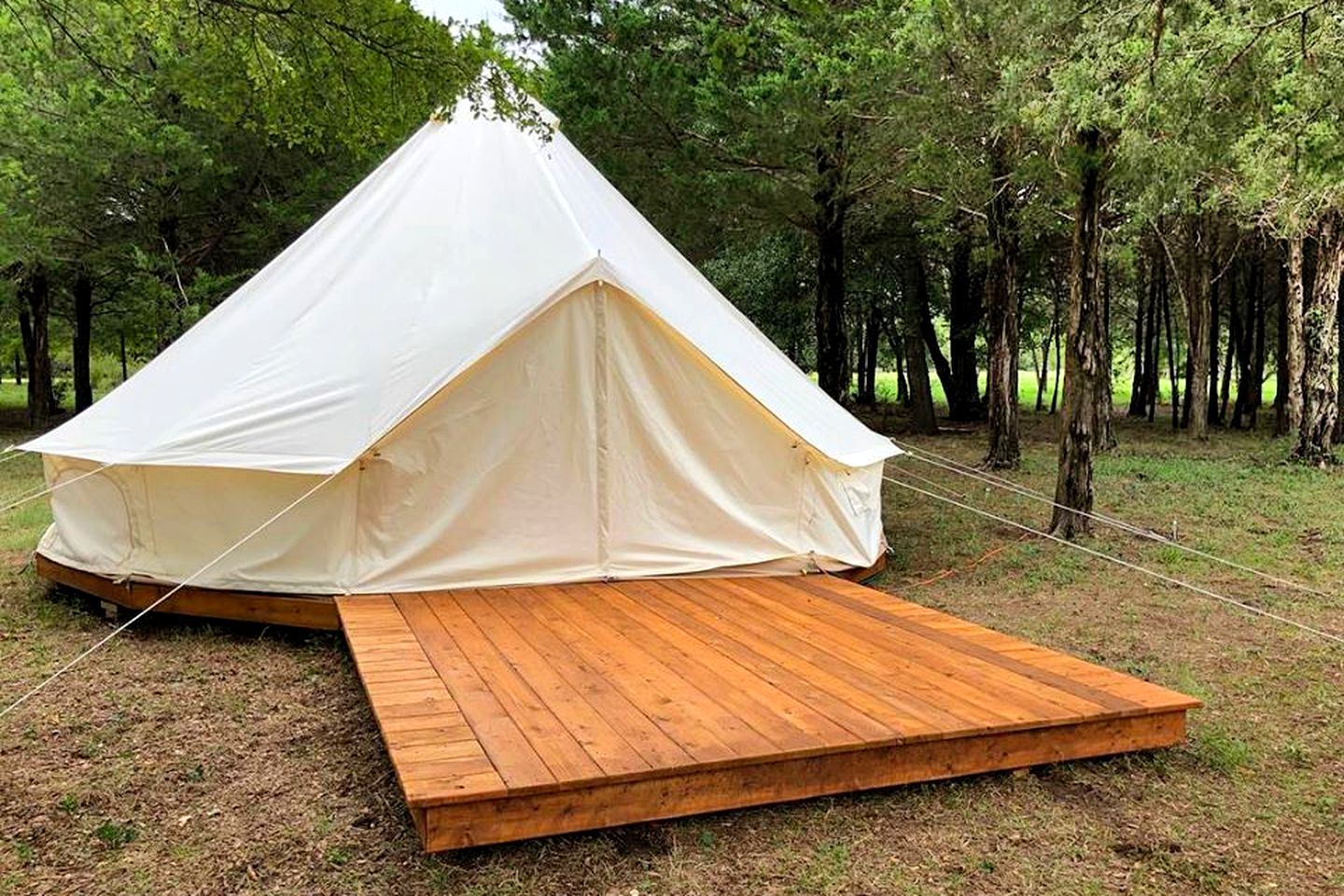 This gorgeous tent rental in Purdon is perfect for glamping near Dallas