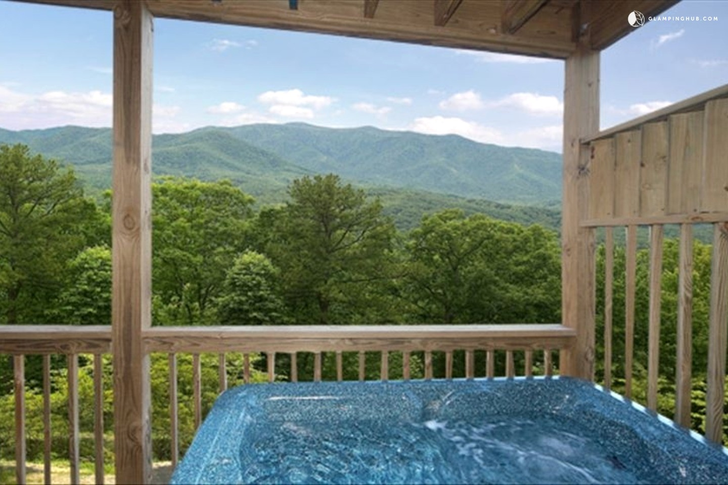 Luxury cabin with hot tub near great smoky mountains for Cabin in gatlinburg with hot tub