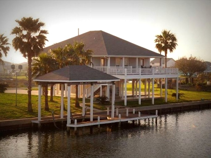 Sensational Pet Friendly Vacation Rental With A Boat Slip On A Canal In Crystal Beach Texas Download Free Architecture Designs Viewormadebymaigaardcom