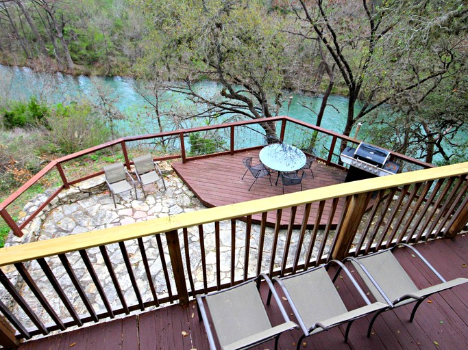 Homey 12 Person Cabin Rental Along The Guadalupe River In Texas