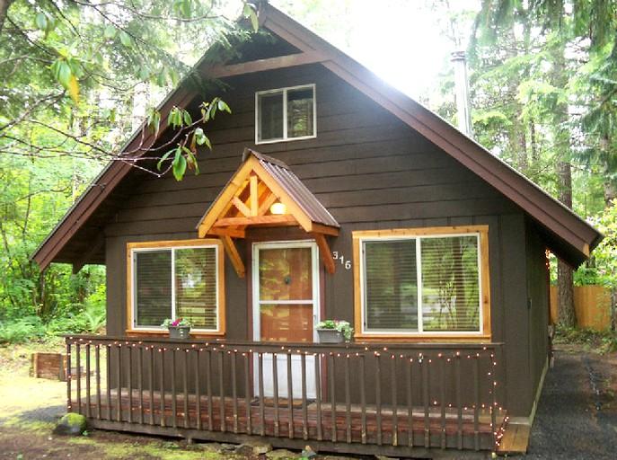 Romantic And Cozy Cabin Rental With Private Hot Tub Near Mt Rainier