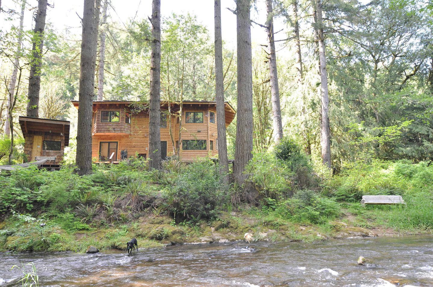 Cabins (Coos Bay, Oregon, United States)