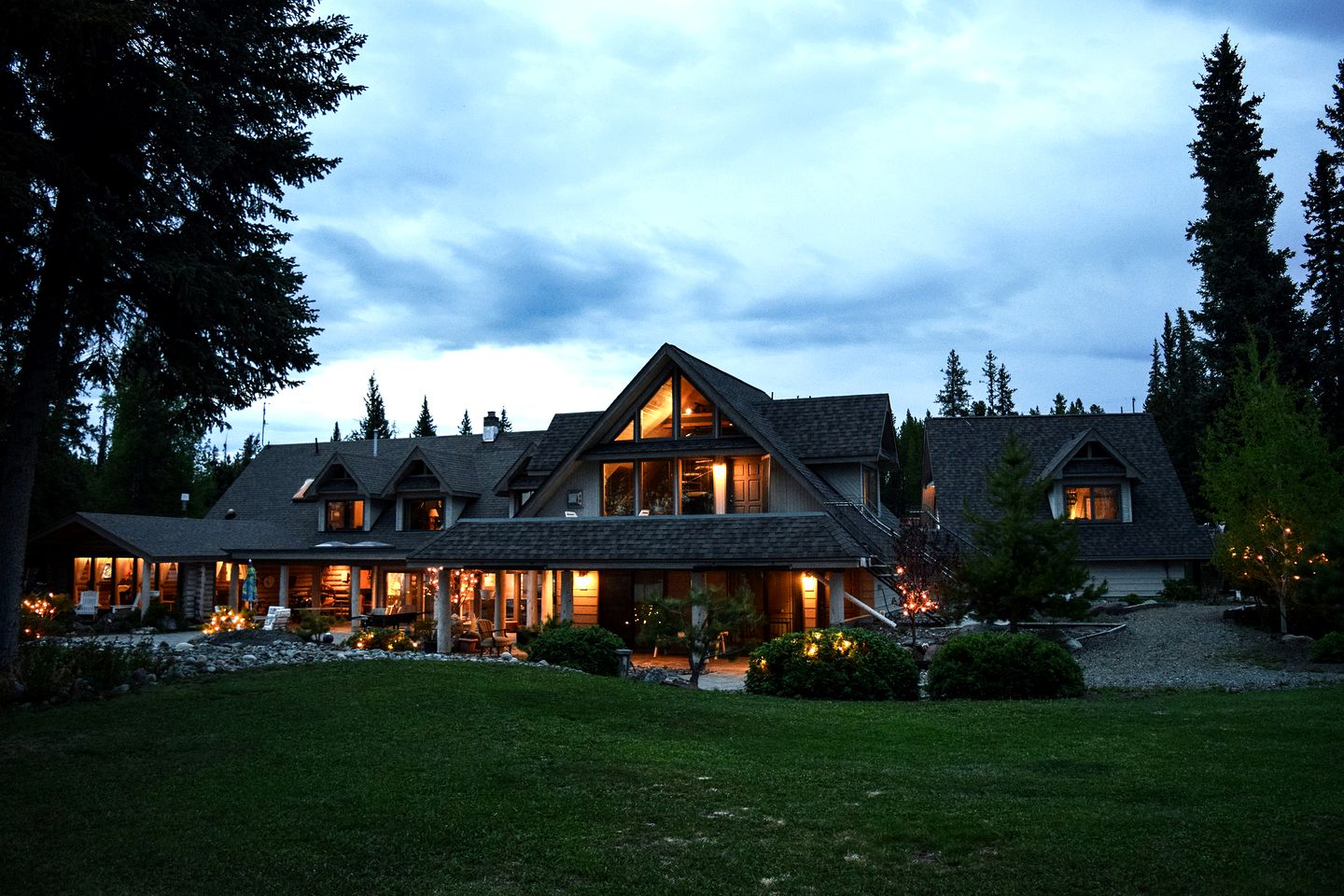 Nature Lodges (Nimpo Lake, British Columbia, Canada)