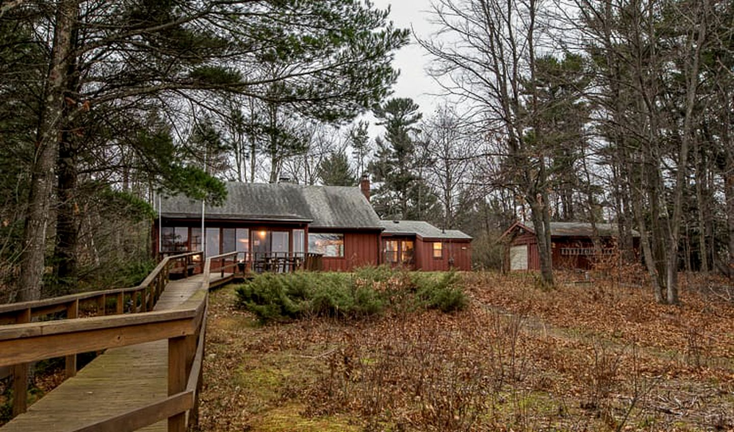 Cabins (Beaver Island, Michigan, United States)