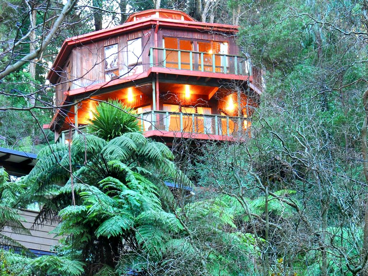 This stunning octagonal tree house, surrounded by trees and boasting views of national parks, is an ideal Dandenong Ranges accommodation