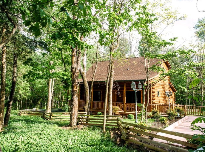 Log Cabin Rental With A Porch Near Shenandoah National Park Virginia
