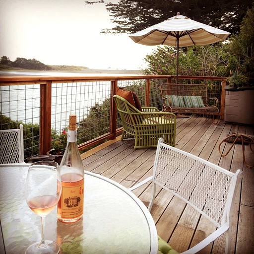 Beautifully Furnished Cottage Rental With Hot Tub On The Russian River California