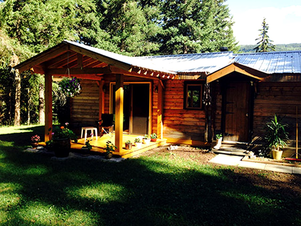 Cabins (Clearwater, British Columbia, Canada)