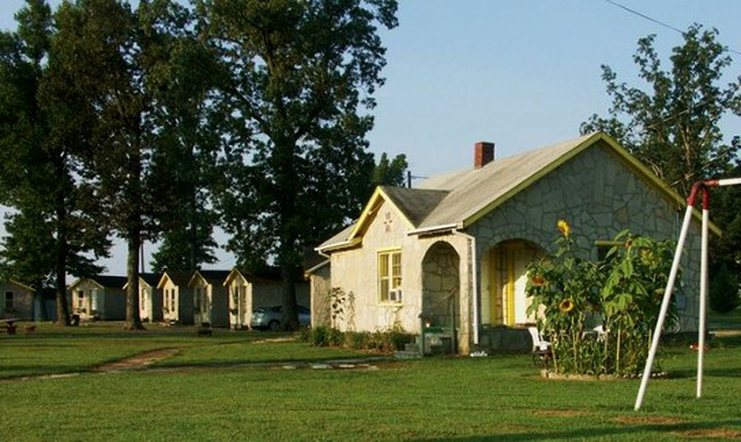Cottages (Cave City, Kentucky, United States)