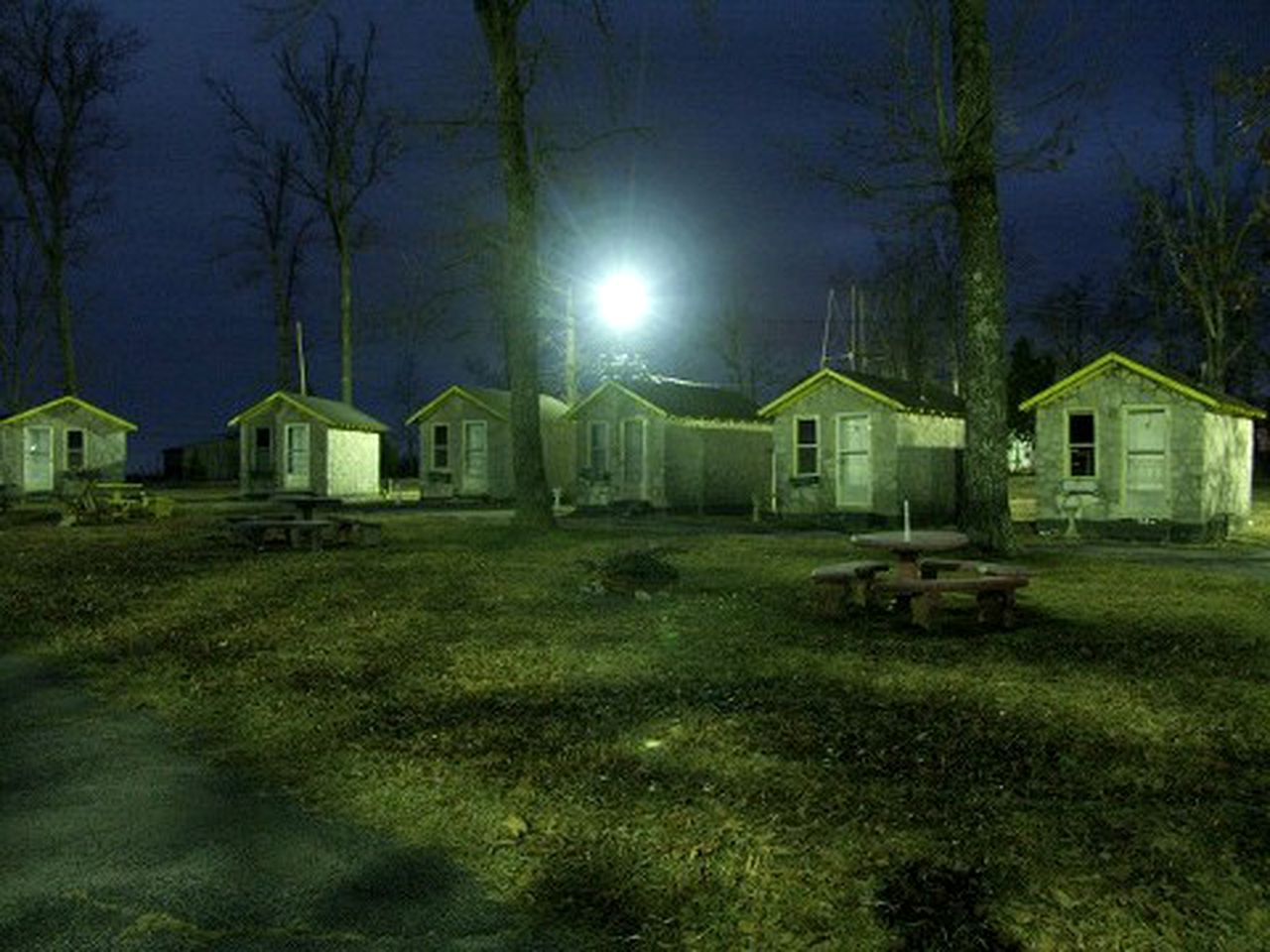 Cabins (Cave City, Kentucky, United States)