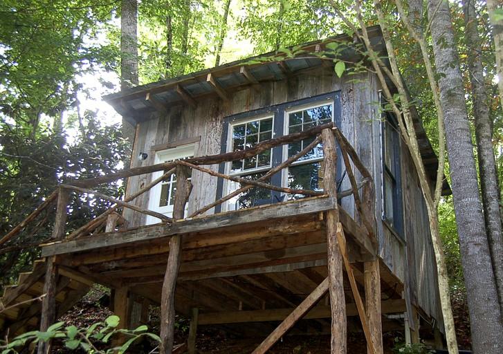 Romantic and Rustic Tree House Rental near West Jefferson, North Carolina