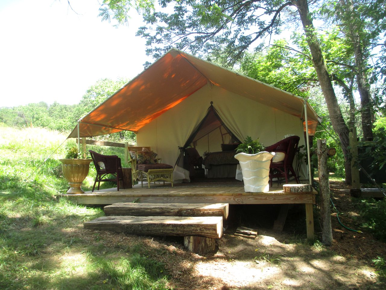 Tents (Asheville, North Carolina, United States)