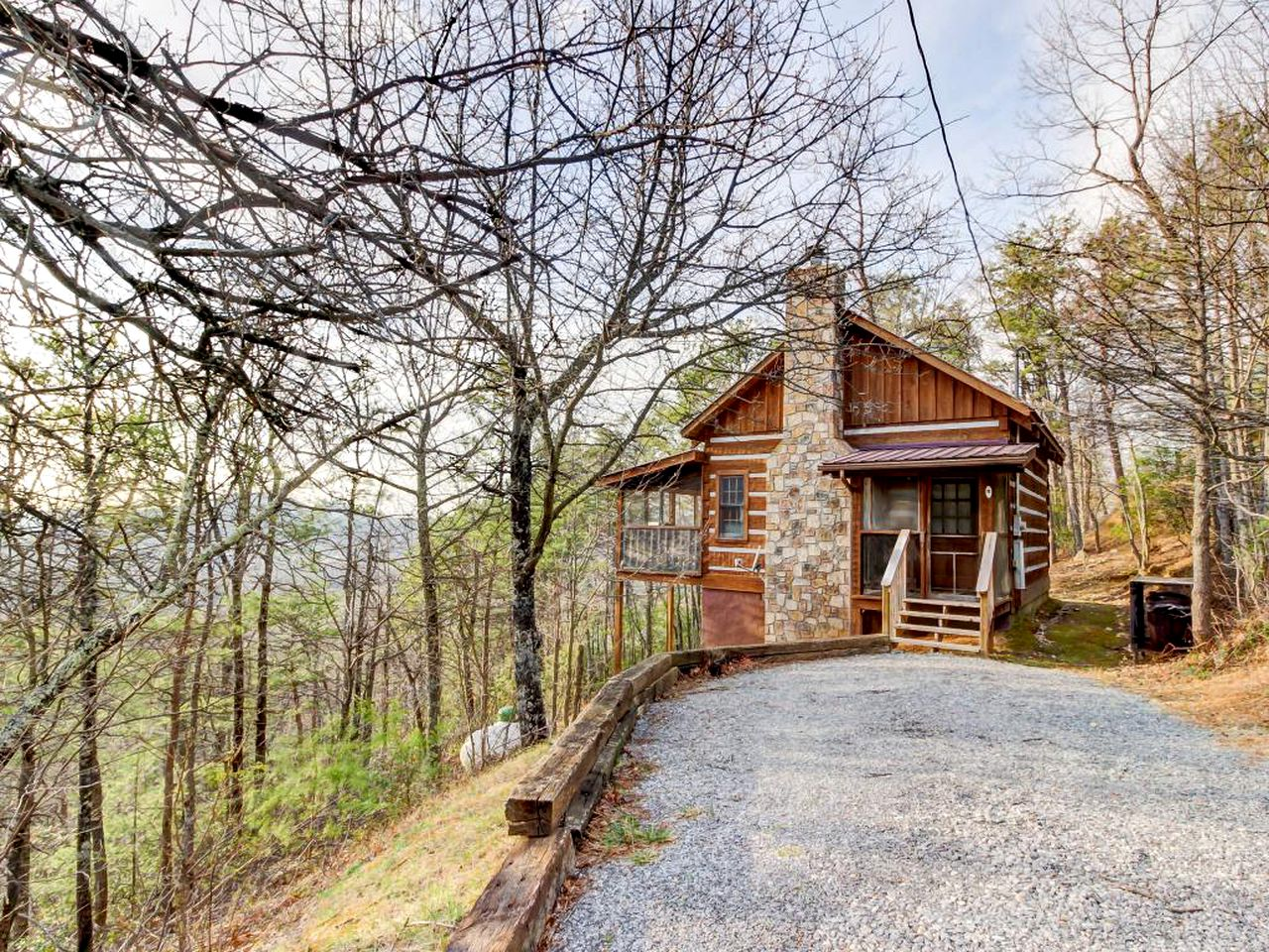 Sevierville cabin rental for a romantic getaway in the Smoky Mountains.