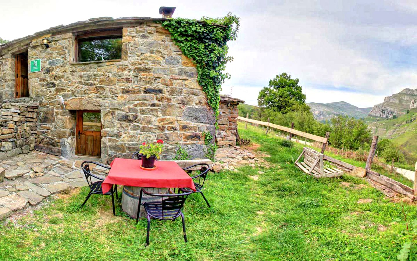 Cottages (San Roque de Riomiera, Cantabria, Spain)