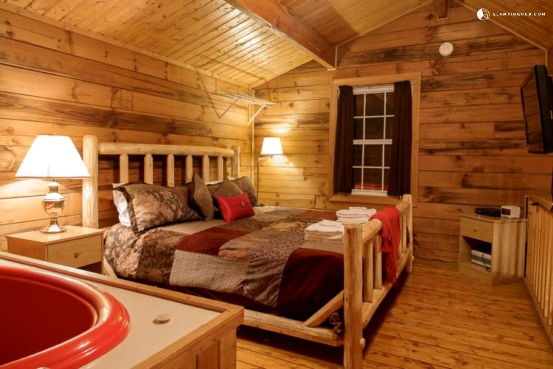 Romantic cabin near helen georgia for Warm getaways from nyc