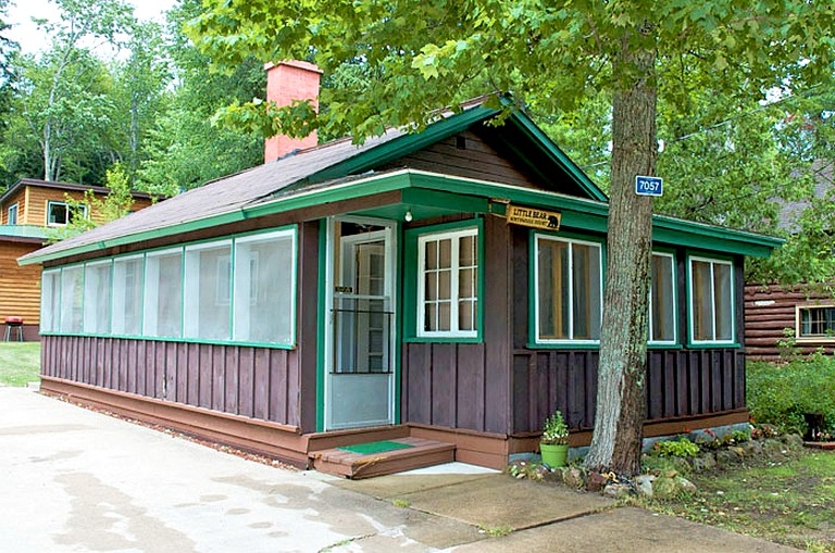 Romantic Lakefront Cabin Rental near Pictured Rocks, Michigan