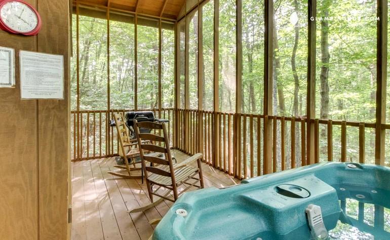 Romantic Log Cabin Near Helen Georgia