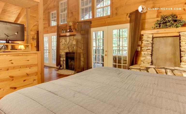 Romantic log cabin near helen georgia for 8 bedroom cabins in helen ga