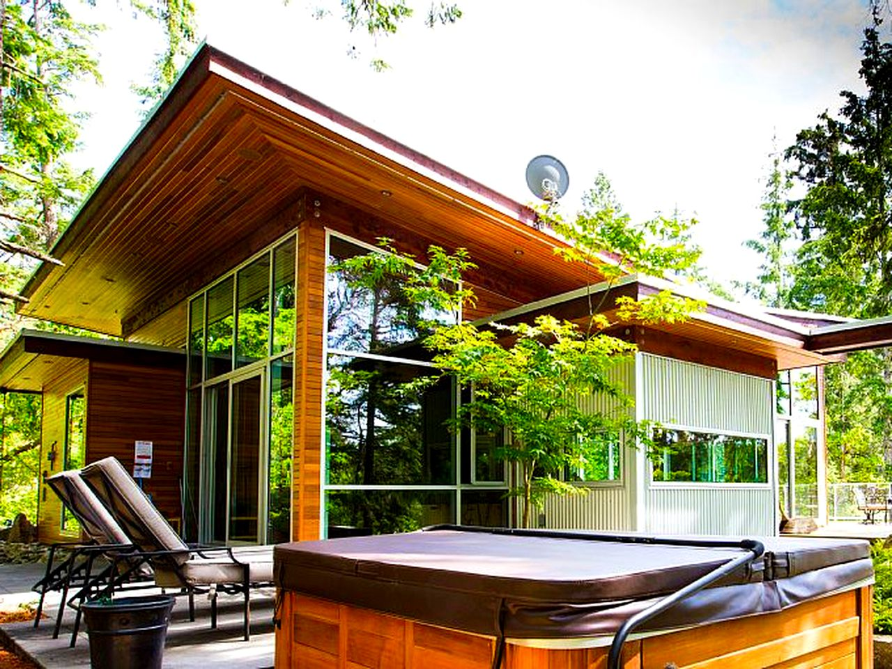 Luxury property in the woods with wooden panels is the perfect option for glamping (BC)