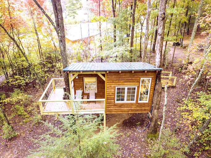 Romantic Tree House Rental for Glamping Getaway in Southeastern Tennessee