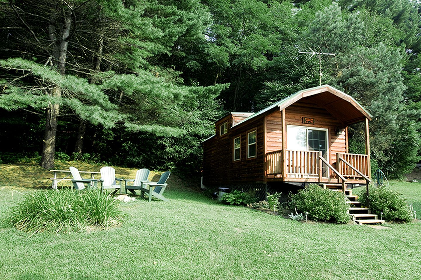 Cabins (Corinth, New York, United States)