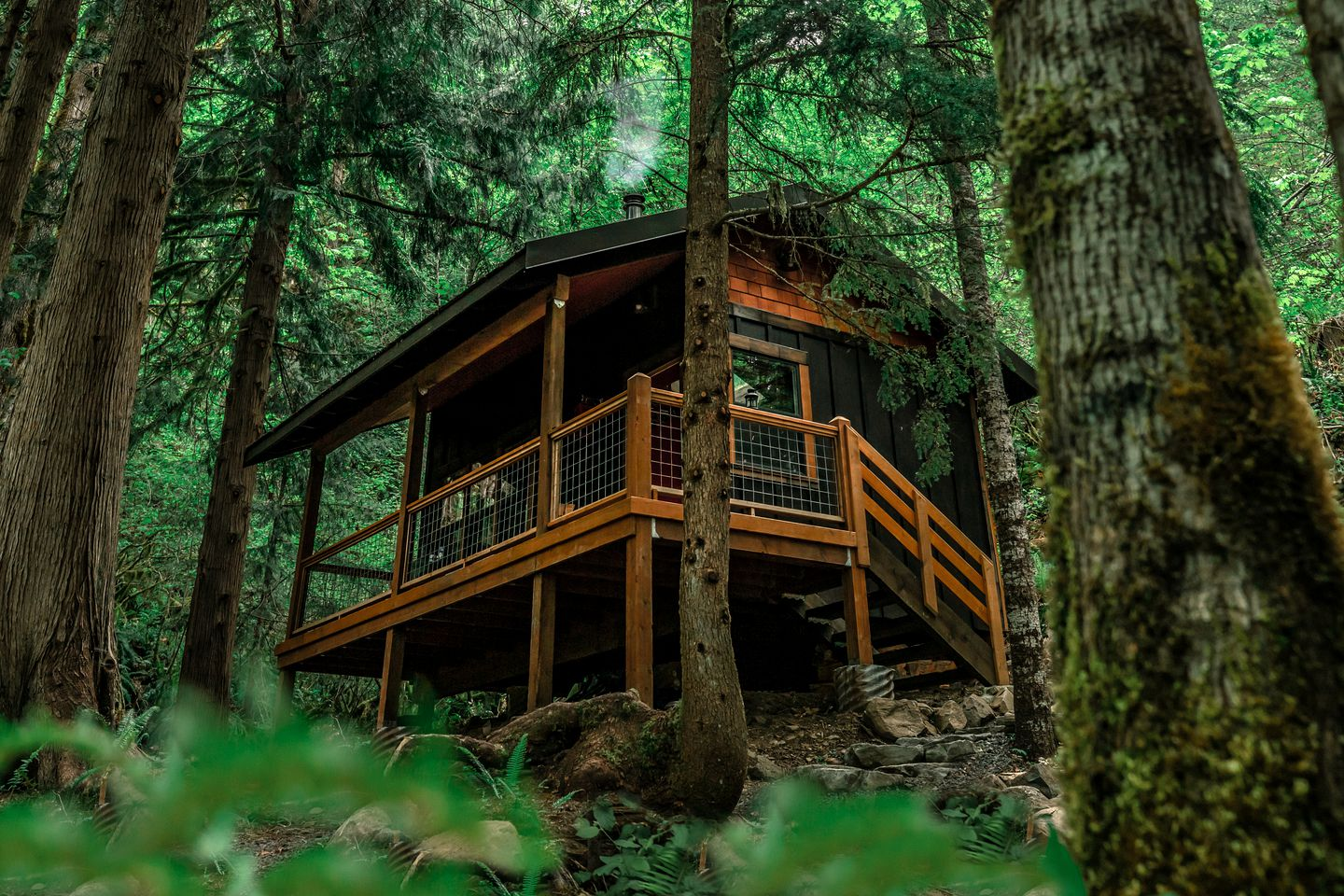 Cabin rental in the trees for a weekend getaway in Oregon.