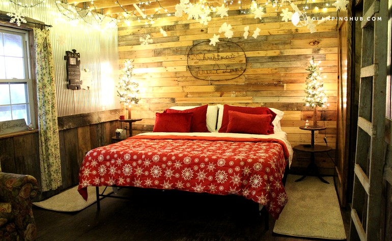 Photo Of Rustic Cabin Rental With Festive Decor In Franklin County, Arkansas  ...